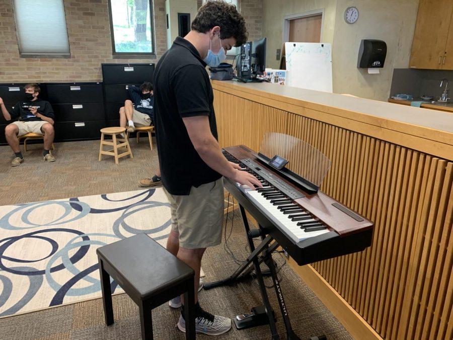 David+playing+the+keyboard